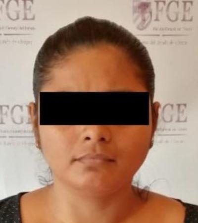 Detienen a mujer que distribuyó fotos sexuales de su propia hija de nueve años en Chiapas