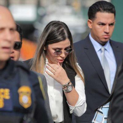Arriba Emma Coronel al tribunal en Brooklyn donde su marido, 'El Chapo', conocerá su condena…