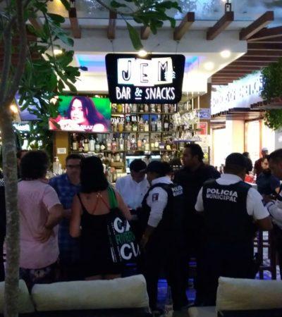 SE LE ENCASQUILLO EL ARMA EN PLENA ZONA TURÍSTICA: Se salvaron de ser baleados en bar de Playa del Carmen