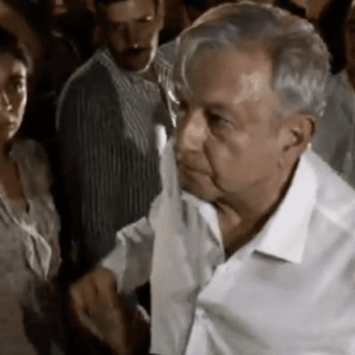 VIDEOS | 'NO MEREZCO ESTE TRATO': Recrimina AMLO a manifestantes que ingresaron a hotel por la fuerza