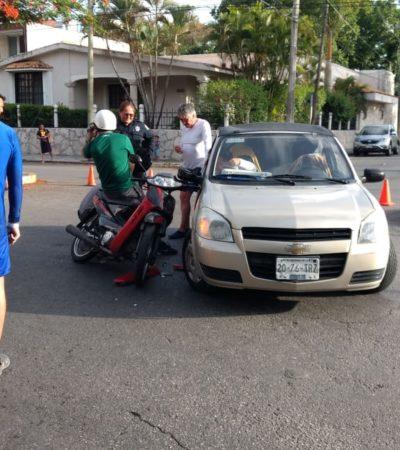 Motociclista queda fracturado tras colisión en Cozumel