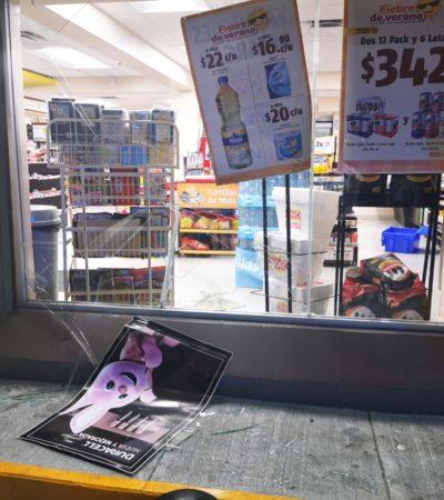 Detienen a un hombre que para evitar una prueba de alcoholemia hirió a un policía al empujarlo contra el cristal de una tienda en Cancún