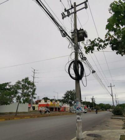 Postes de luz en mal estado amenazan la seguridad de habitantes de Cancún