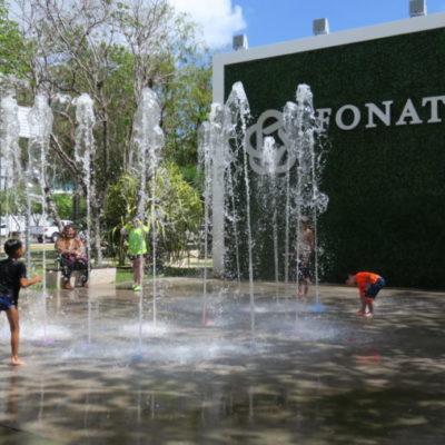 UNA REFRESCANTE PARADA EN CANCÚN: La fuente Fonatur, punto de reunión de familias en la entrada de la zona hotelera