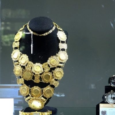 Recaudan solo 10 millones de pesos en subasta de joyas; esperaban más del doble, pero no hubo puja