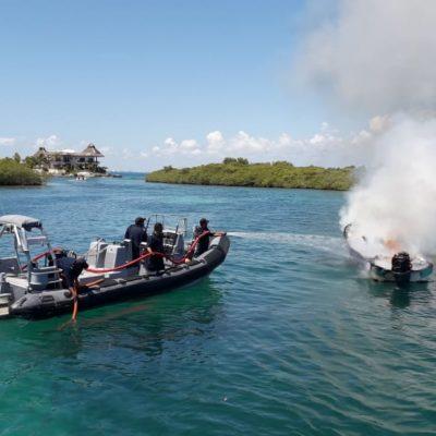 Se quema lancha en Isla Mujeres