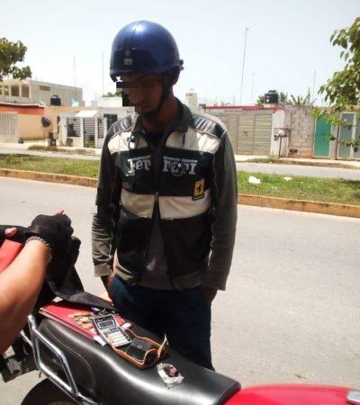 Detienen a motociclista que fumaba marihuana mientras conducía en Chetumal