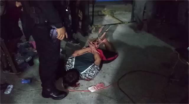 Dan golpiza a presuntos ladrones en el tianguis de la Región 248 de Cancún