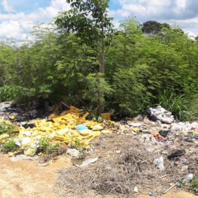 Por falta de vigilancia de autoridades, convierten camino de la colonia Bicentario en basurero clandestino, denuncian habitantes de José María Morelos