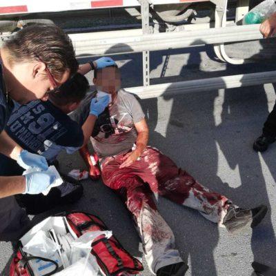 Trailero aparece bañado en sangre en Playa del Carmen