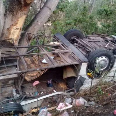 Vuelca autobús en carretera Tepic-Puerto Vallarta por presunta distracción del chofer; ocho muertos y 21 heridos