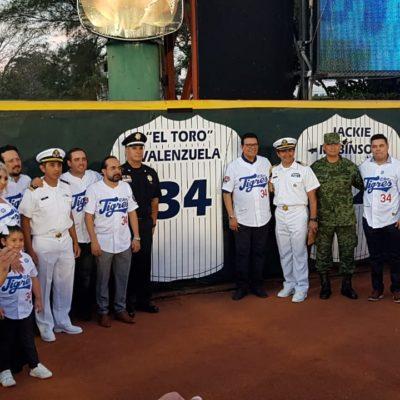 FERNANDO YA ES ETERNO: Retiran numero 34 del 'Toro' Valenzuela en emotiva ceremonia en Cancún