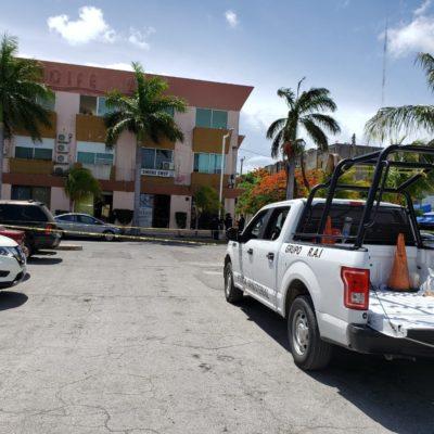 INTENTO DE EJECUCIÓN EN EL MERCADO 28: Balean a un hombre en la entrada de un local de venta de cigarros y licores en el centro de Cancún