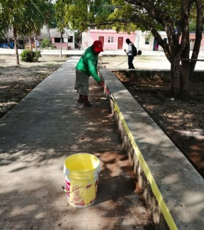 Intensa jornada de limpieza en comunidades de Tulum; brigadas recogen basura y cacharros en el parque y calles de San Juan