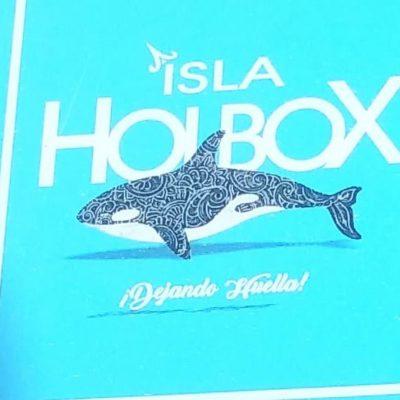 ¡CAMBIAN TIBURÓN BALLENA POR UNA ORCA!: Coloca Comex, con aval del Ayuntamiento y sin aprobación del Cabildo, señalética en Isla Holbox que atenta contra la identidad del destino