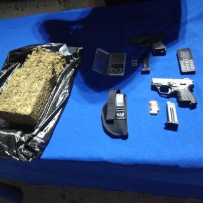 Detienen a sujeto armado con ladrillo de marihuana en el fraccionamiento Paraíso Maya en Cancún