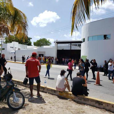 PROTESTAN FAMILIARES DE TRABAJADORES DE PALAZZO: Con pancartas y bloqueo, exigen liberación de empleados de la discoteca donde se investiga desaparición de un joven en Cancún