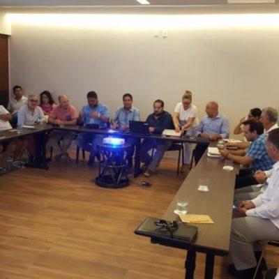Empresarios y asociaciones civiles exigen la cancelación del contrato con Grupo Arco por incumplir con la contención del sargazo en Playa del Carmen