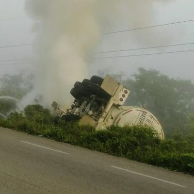"Vuelca pipa con combustible en poblado ""Butrón"""