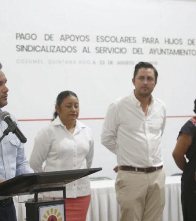 Entrega Pedro Joaquín apoyos escolares para hijos de trabajadores sindicalizados del Ayuntamiento