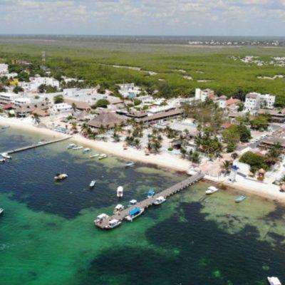 Playas de Puerto Morelos lucen sin sargazo para el disfrute de vacacionistas
