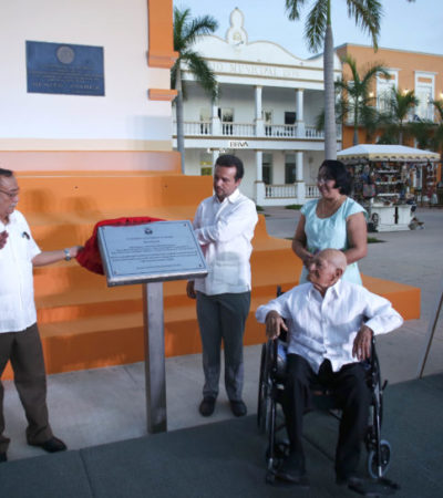 Pedro Joaquín devela placa en honor a las personas que aportaron a la construcción, cuidado y mantenimiento del reloj público municipal