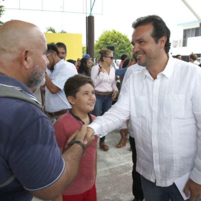 Pedro Joaquín ratifica acciones para acercar a cozumeleños a servicios públicos