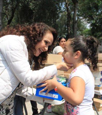 DIPUTADA 'PIRATA': Dolores Padierna regala tenis imitación Vans y Nike a niños en curso de verano