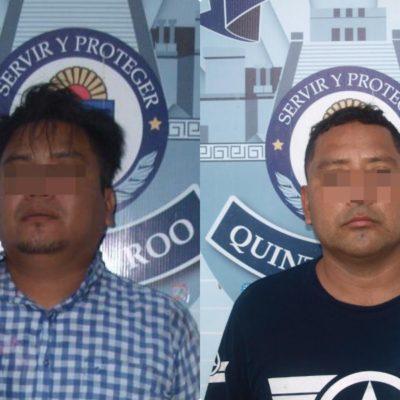 Detienen a dos personas en camioneta con armas y droga en Playa del Carmen