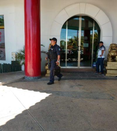 Sujetos asaltan a mujer afuera del banco, en la Sm 35 de Cancún