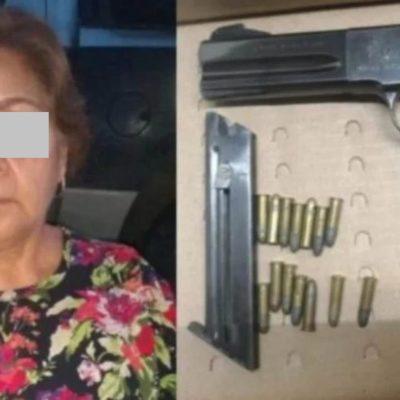 LA ABUELA ES UN PELIGRO: Detienen a sexagenaria con armas y cartuchos en Guanajuato