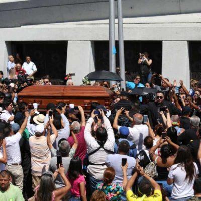 Despiden a Celso Piña al ritmo de cumbia; fanáticos le brindan los últimos aplausos
