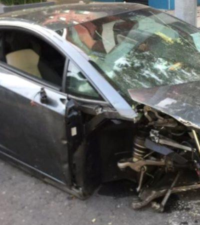 Abandona su Lamborghini luego de estrellarlo contra un jardinera en calles de la CDMX