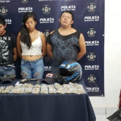 Capturan en la SM 90 de Cancún a dos hombres y una mujer con marihuana, cocaína y una pistola