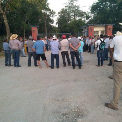 Cañeros mantienen bloqueo al ingenio San Rafael de Pucté por falta de pago