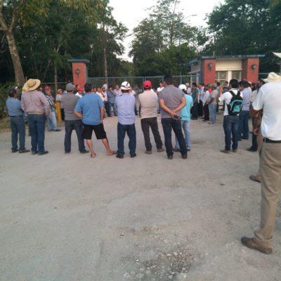 Bloquean cañeros acceso al Ingenio San Rafael de Pucté