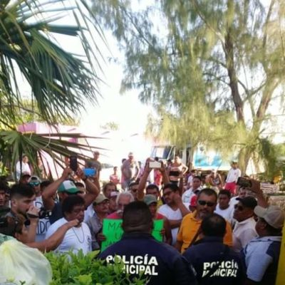 Analizará Contraloría municipal revuelta ciudadana contra policías en Mahahual
