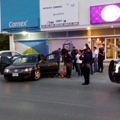 BALACERA CULMINA EN LA KABAH: Detienen a empistolados tras tiroteo que empezó en el fraccionamiento Galaxias del Sol de Cancún
