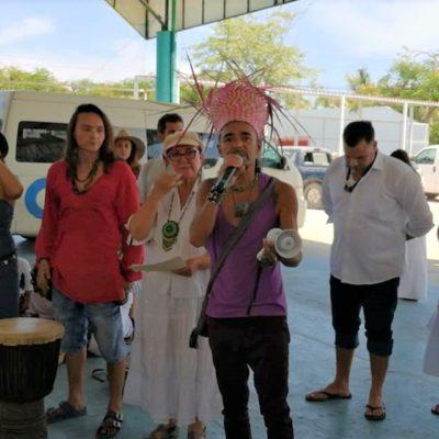 Rubén Albarrán de Café Tacuba y ambientalistas realizan marcha pacífica en favor de la preservación de Xcacel-Xcacelito en Tulum