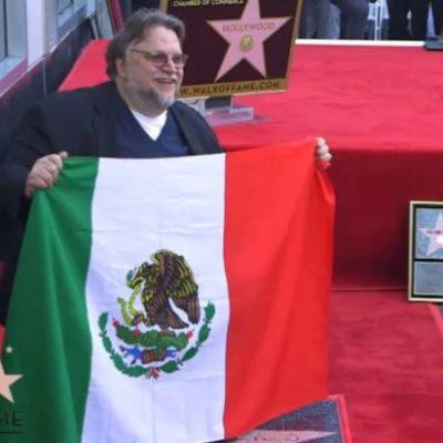 Celebra Guillermo del Toro ser mexicano, inmigrante y 'raro' al develar su estrella en Hollywood