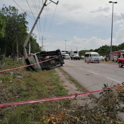 ACCIDENTE EN LA RUTA TULUM-PLAYA: Se estrellan autobús y van en Punta Venado con saldo de una mujer muerta y 20 heridos