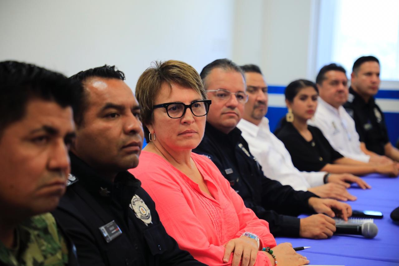 SE IMPONE EL MANDO ÚNICO EN SOLIDARIDAD: Después de varias semanas de negociaciones, Laura Beristain y Alberto Capella formalizan el traspaso del control policiaco al Estado… y van por cabecillas del narco