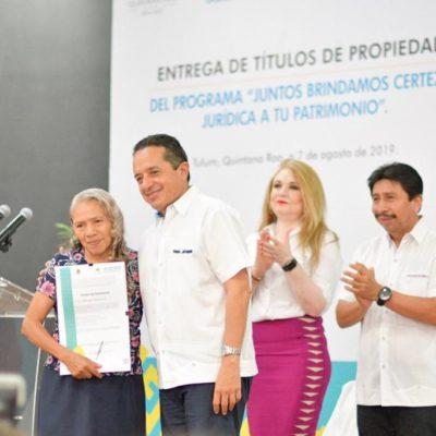 Entrega Carlos Joaquín títulos de propiedad a dueños de predios en Tulum