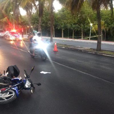EMPAÑA ACCIDENTE EL TRIATLÓN DE CANCÚN: Motociclista derrapa en Zona Hotelera y muere