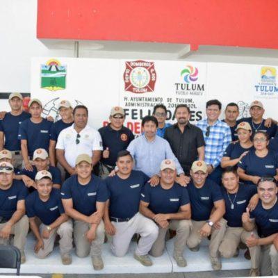 Reconoce Víctor Mas el trabajo que realizan elementos del Heroico Cuerpo de Bomberos de Tulum