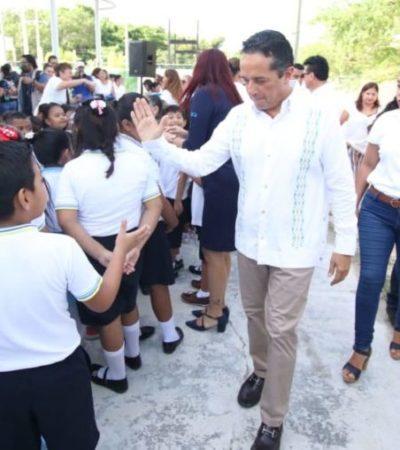ARRANCA CICLO ESCOLAR: Preocupa a Carlos Joaquín desaparición de programas educativos federales que afectan a Quintana Roo