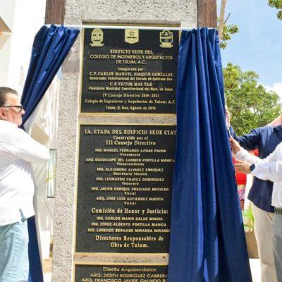 Develan placa de las nuevas instalaciones del Colegio de Ingenieros y Arquitectos de Tulum