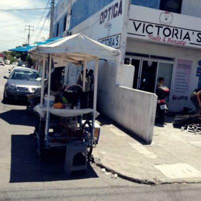 Aumenta índice de vendedores ambulantes sin permisos en Cancún, pese a inspecciones diarias
