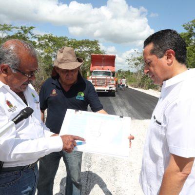Carlos Joaquín supervisa la rehabilitación y la modernización de caminos en el sur de QR