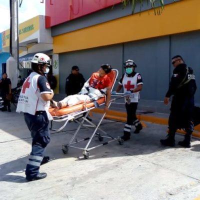 Ingresan al Hospital General de Cancún a hombre que vomitaba sangre